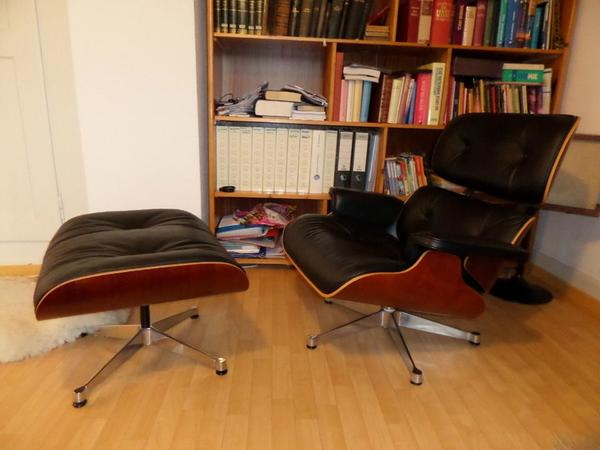 original eames lounge chair mit ottomane in berlin polster sessel couch kaufen und verkaufen. Black Bedroom Furniture Sets. Home Design Ideas