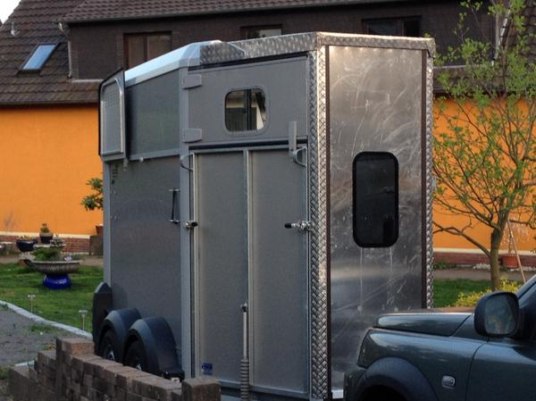 pferdeanh nger mit vorderausstieg von privat zu verleihen in neustadt anh nger auflieger. Black Bedroom Furniture Sets. Home Design Ideas