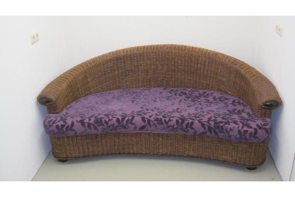 rattan sofa nierenform purpur lila samtbezug guter zustand. Black Bedroom Furniture Sets. Home Design Ideas