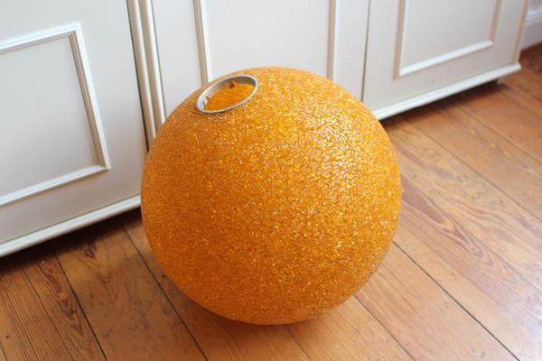 retro 70er granulat kugel lampe orange durchmesser 40 cm inkl aufh ngung in heidelberg lampen. Black Bedroom Furniture Sets. Home Design Ideas