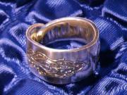 RING, Nr: 200 - mc, Besteckschmuck, Silberauflage... RING, Nr: 200 - mc, Besteckschmuck, Silberauflage, schöner Ring mit außergewöhnlicher Verzierung, ... 26,- D-67240Bobenheim-Roxheim Heute, 11:58 Uhr, Bobenheim-Roxheim - RING, Nr: 200 - mc, Besteckschmuck, Silberauflage... RING, Nr: 200 - mc, Besteckschmuck, Silberauflage, schöner Ring mit außergewöhnlicher Verzierung