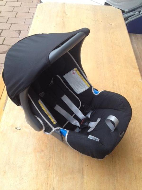 wir verkaufen hier unsere r mer baby safe auto. Black Bedroom Furniture Sets. Home Design Ideas