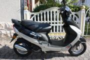 Schicker Motorroller in