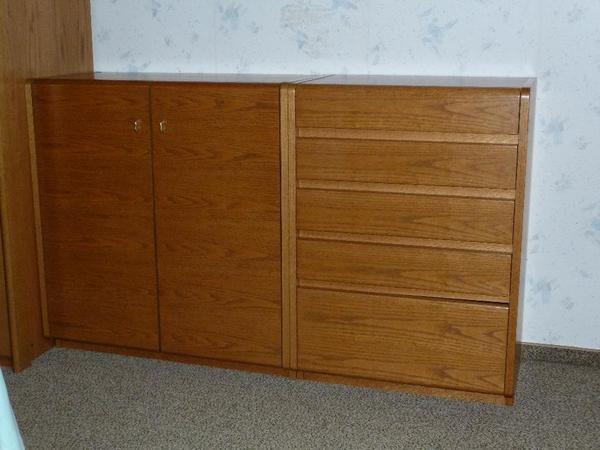 verkaufe schlafzimmer echtholz in sehr gutem zustand 1 kleiderschrank breite 2 50m h he 2 22. Black Bedroom Furniture Sets. Home Design Ideas