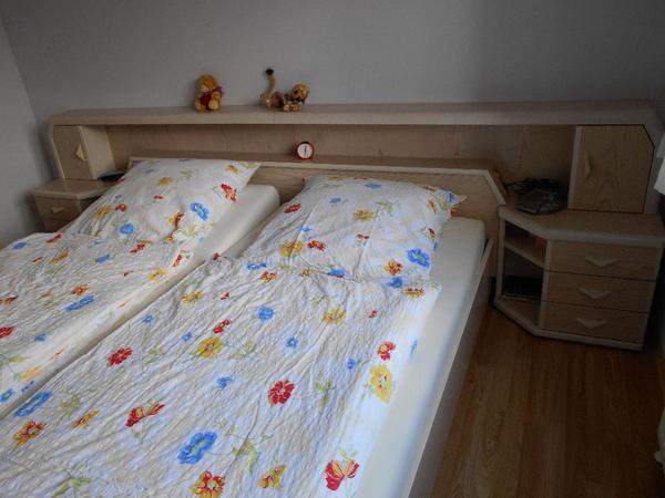 Schlafzimmer Esche Perlmutt in Urmitz - Schränke, Sonstige ...