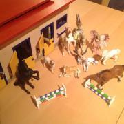 Schleichpferde mit Stall