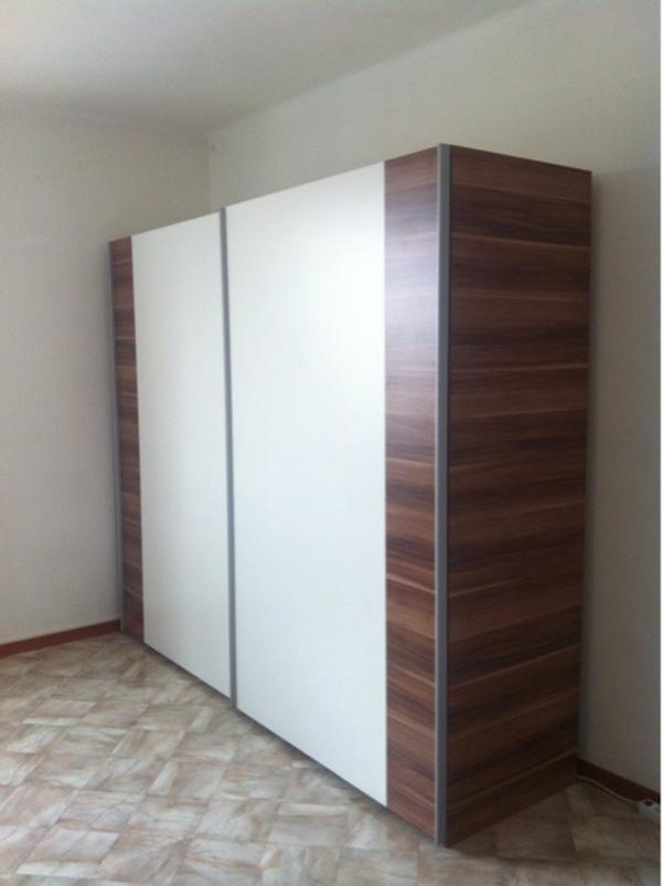 verkaufe den gro en schrank da ich ihn ins ausland nicht. Black Bedroom Furniture Sets. Home Design Ideas