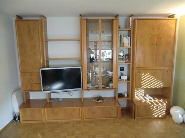 verkaufe sehr gut erhaltene schrankwand ohne fernseher. Black Bedroom Furniture Sets. Home Design Ideas