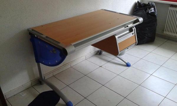 Schreibtisch mit schr gstellbarer tischplatte f r for Jugendzimmer zu verschenken