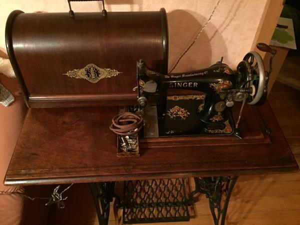 antike singer n hmaschine mit ersatzteile zu verkaufen. Black Bedroom Furniture Sets. Home Design Ideas