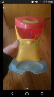 Spielkaffemaschine + Geschirr