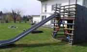 Spielturm mit Kinderrutsche