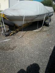 Sportboot mit Hänger