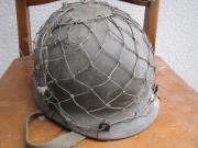 Stahlhelm mit Tarnnetz