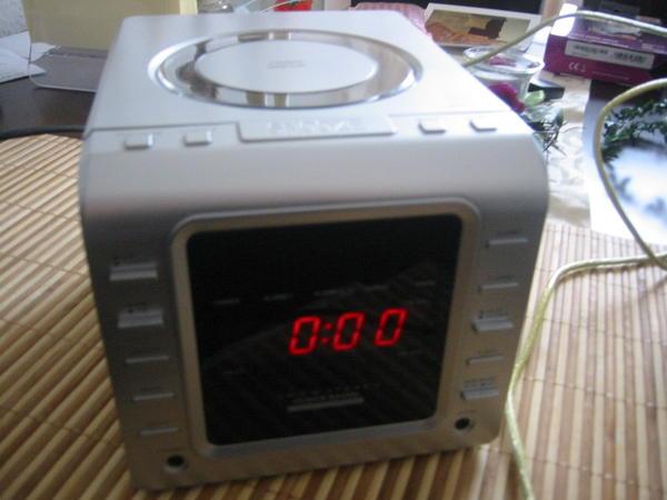 tcm tchibo am fm clock radio mit cd mit uhr wecker. Black Bedroom Furniture Sets. Home Design Ideas
