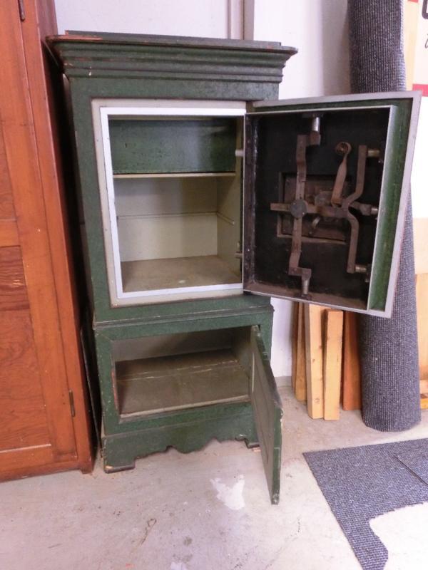 tresor m bel antik geldschrank in niederkirchen sonstige. Black Bedroom Furniture Sets. Home Design Ideas