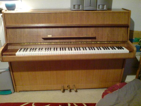 verkaufe gebrauchtes calisia klavier in halver tasteninstrumente kaufen und verkaufen ber. Black Bedroom Furniture Sets. Home Design Ideas