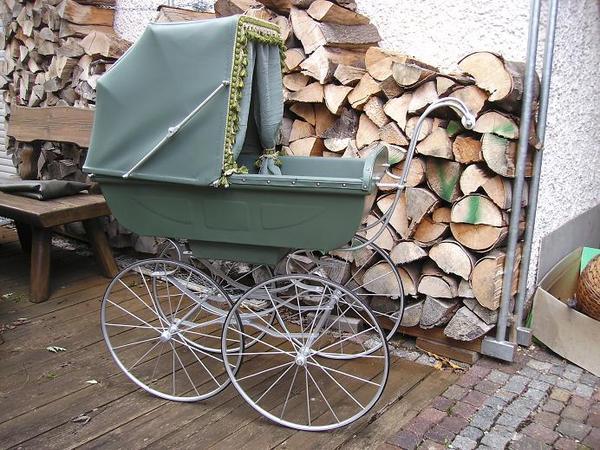 verkaufe wundersch ne alte kinderwagen aus sammlung alle. Black Bedroom Furniture Sets. Home Design Ideas