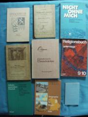 Viele alte Schulbücher -