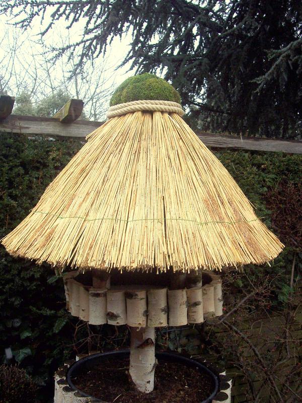 sonstiges f r den garten balkon terrasse vogelhaus auf. Black Bedroom Furniture Sets. Home Design Ideas