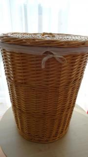 Wäschekorb aus Weidenrohr