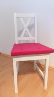 Weißer Stuhl aus
