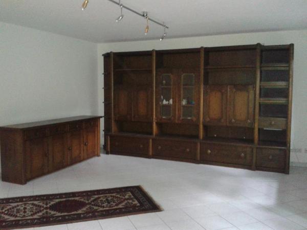 wohnwand mit sideboard eiche dunkel b cker stilm bel in frankfurt wohnzimmerschr nke. Black Bedroom Furniture Sets. Home Design Ideas