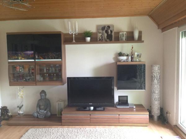 Wohnzimmer und Kamin wohnzimmer nussbaum schwarz : Wohnzimmer Wohnwand Nussbaum, schwarz Hochglanz + Tisch in ...