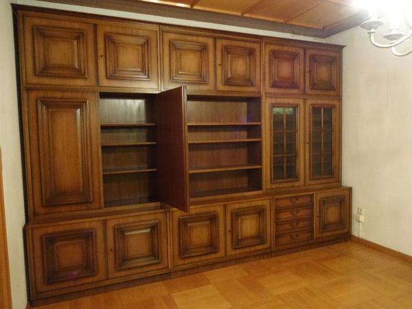 sehr gut erhaltener antiquit ten b roschrank in nussbaum massiv 3 50m x 2 30m mit massiven. Black Bedroom Furniture Sets. Home Design Ideas