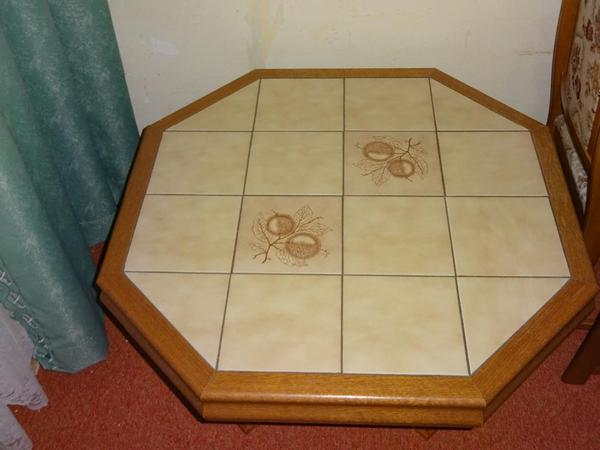 Wohnzimmertisch eiche achteckig mit gefliester tischplatte for Wohnzimmertisch quoka