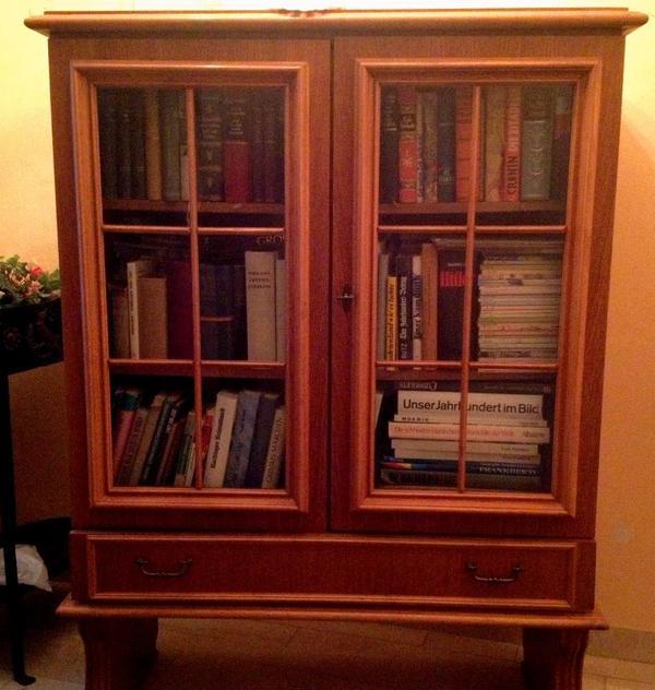 wundersch ne echtholz vitrine b cher schrank b cherschrank. Black Bedroom Furniture Sets. Home Design Ideas