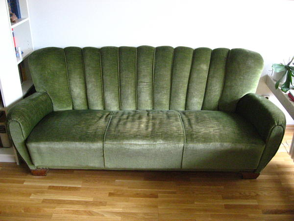 wundersch nes dunkelgr nes 60er jahre samtsofa abzugeben in m nchen polster sessel couch. Black Bedroom Furniture Sets. Home Design Ideas