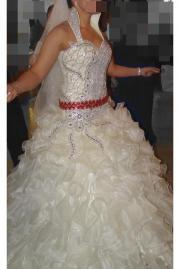 Wunderschönes Hochzeitskleid aus
