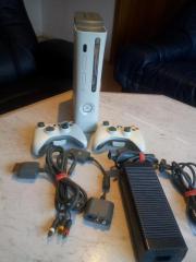 Gebraucht, XBox 360 Konsole & 2x wireless Controller + 2x AV Kabel gebraucht kaufen  Krefeld Fischeln