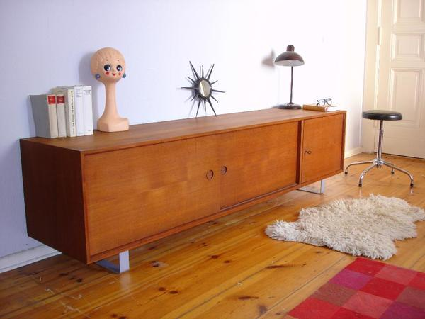 rarit t gro es teak sideboard baujar zw 1959 und 1962 auf kufengestell das sch ne sideboard. Black Bedroom Furniture Sets. Home Design Ideas
