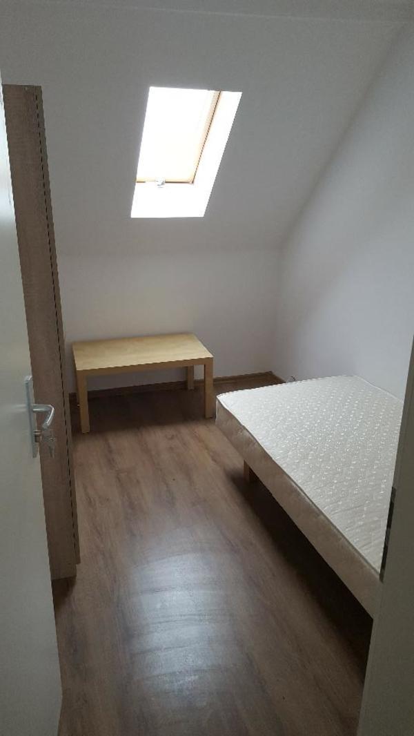 zu vermieten einzel und zwei person zimmer voll m bliert. Black Bedroom Furniture Sets. Home Design Ideas