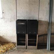 Zwei Breitfutterautomaten für