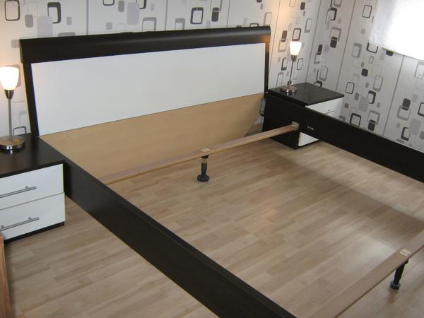 180x200 Mahagoni/Weiß+ 2 Nachtkonsolen und 2Lampen - Viersen Bockert - HalloBiete ein sehr schönes Bett mit 2 Nachtkonsolen und 2 Touchcreen Lampen!Fragen werden gerne beantwortet! - Viersen Bockert
