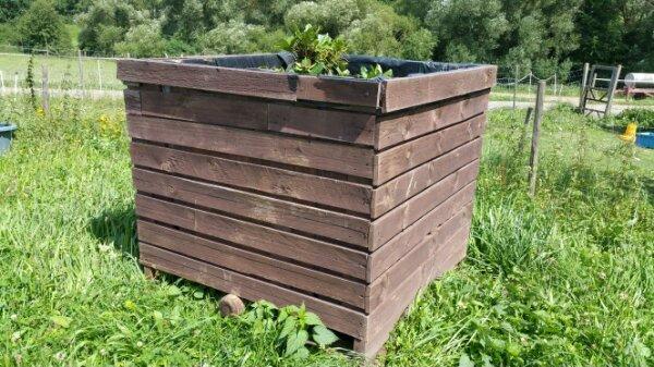 3 riesige Pflanzkübel Hofpflanzen Paletten in Katzenelnbogen ...