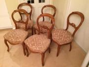5 alte Stühle,