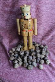 alter Erzgebirgs-Nussknacker hölzerner Soldat 35cm