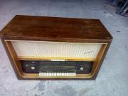 Altes Röhrenradios aus Echtholzz