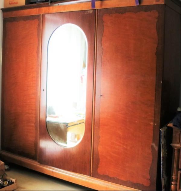 Antiker Kleiderschrank mit Spiegel in Wolnzach - Stilmöbel ...