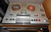Bandmaschine und Radio von Saba