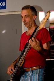 Bassist, 56 J.,