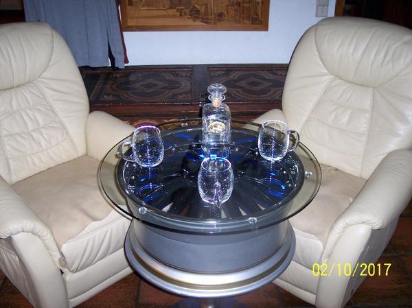 beistelltisch felgentisch glastisch couchtisch s ulentisch led beleuchtung neu in satteldorf. Black Bedroom Furniture Sets. Home Design Ideas