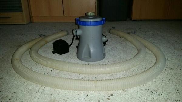 """Bestway Filterpumpe """"Flowclear"""" 1249 L/H 58381 GS - Rheinau - Zu verkaufen ist eine Bestway Flowclear Filterpumpe:- Bestway Filterpumpe """"Flowclear 58381""""- Leistung 1249 L/H- AC 220-240V- Inkl. Schläuche- Inkl. Transformator 230V-12V / 30W- TüV GSpassende Filterkartusche: 58093, Größe IBei Fragen oder I - Rheinau"""