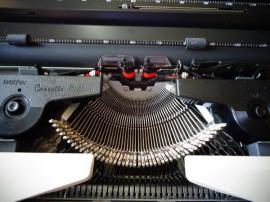 Büromaschinen, Bürogeräte - Brother Reise - Schreibmaschine 5513 elektrisch