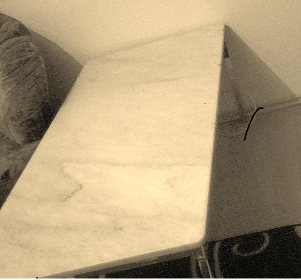 Couchtisch weiße Marmorplatte Metallgestell Tisch