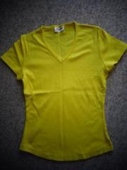 Damenbekleidung Shirt T-Shirt gelb Gr. S m. kl. V-Ausschnitt - Hamburg Eidelstedt - Shirt, T-Shirt, gelb, Gr. S mit kleinem V-Ausschnitt, Saum abgerundet, Gesamtlänge ca. 49 cm vordere Mitte, 5,00 Euro, Versand ca. 2,50 Euro möglich, rauch- und tierfreier Haushalt, zeitnahe Antwort, Privatverkauf, Rücknahme ausges - Hamburg Eidelstedt